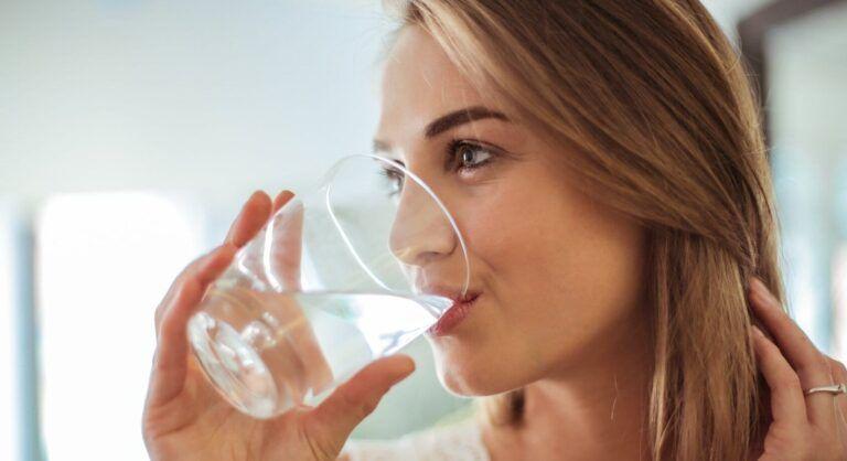 Gevaarlijk Water? 9 Fabels over Gedestilleerd Water Drinken